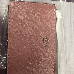 NWT Coach Leather Wristlet Silver/Dusty Rose 32014